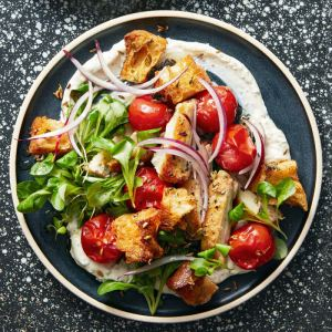 pan-seared-chicken-thighs-roasted-tomato-panzanella-0418-103325806
